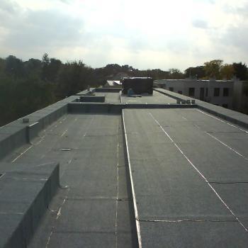 Hydroizolacja dwuwarstowa dachu w systemie tradycyjnym, obróbki blacharskie; 700m2