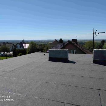 Naprawa istniejącego dachu, ponowne pokrycie papą termozgrzewalną; 120m2