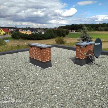 Demontaż starego pokrycia, usunięcie starego ocieplenia. Wykonanie dachu balastowego od podstaw wraz z obórbkami blacharskimi; 100m2
