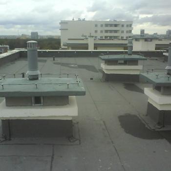 Hydroizolacja dwuwarstowa dachu w systemie tradycyjnym, krycie papą termozgrzewalną z warstwą ocieplającą ze styropianu, obróbki blacharskie; 350m2