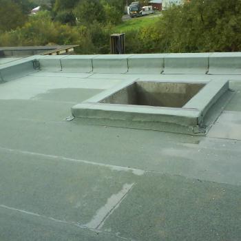 Wykonanie dachu w systemie tradycyjnym; 95m2